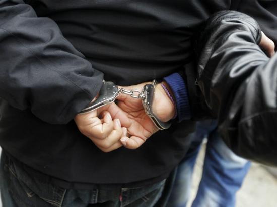 Homem detido por observar mulher na sua residência