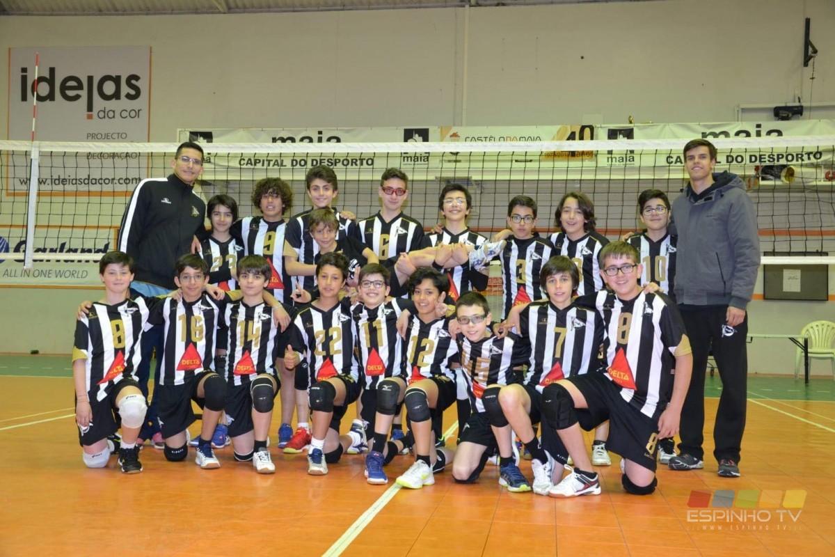 Voleibol SCE: Minis B masculinos na Final do Regional e medalha de Bronze para os Juniores na Final8