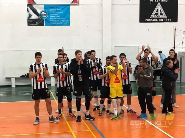 Voleibol SCE: Juniores masculinos lidera a tabela