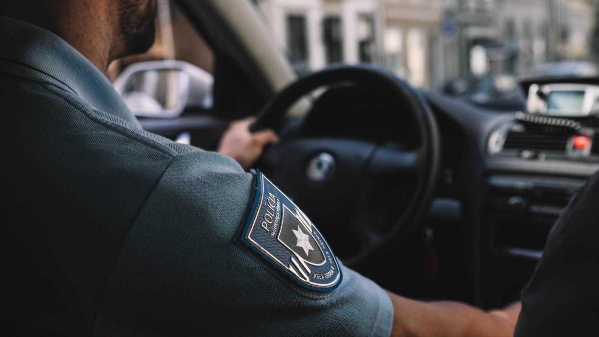 PSP de Espinho apreende arma de fogo no âmbito de violência doméstica
