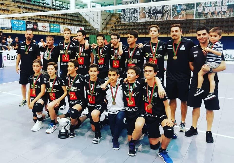 Voleibol AAE: Infantis são Campeões Nacionais